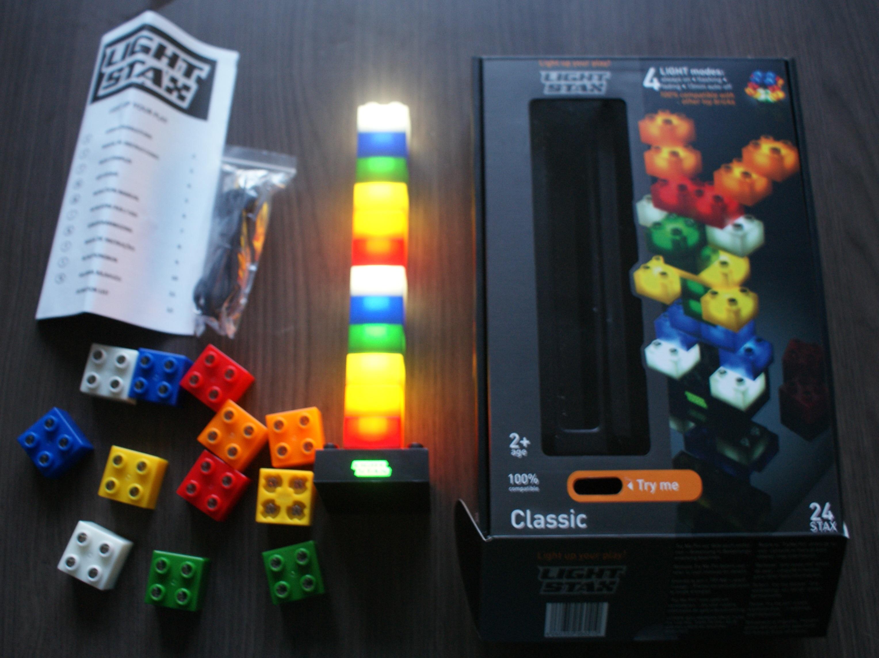 Light stax deze bouwblokken geven licht kiddowz - Decoratie volwassenen kamers ...