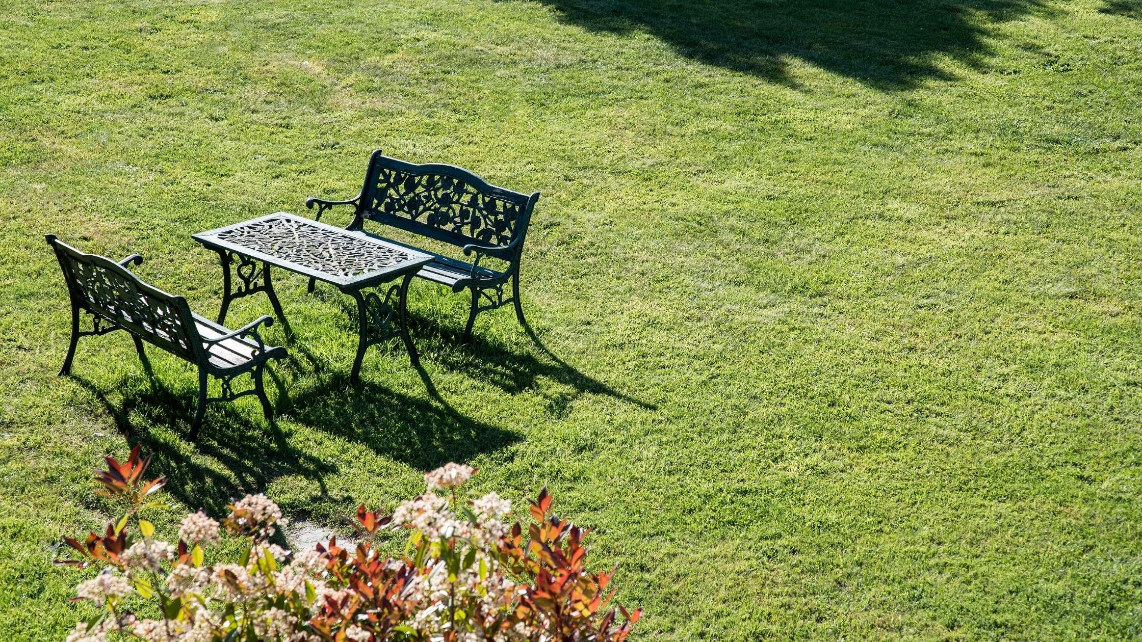 metalen tuinmeubelen schoonmaken