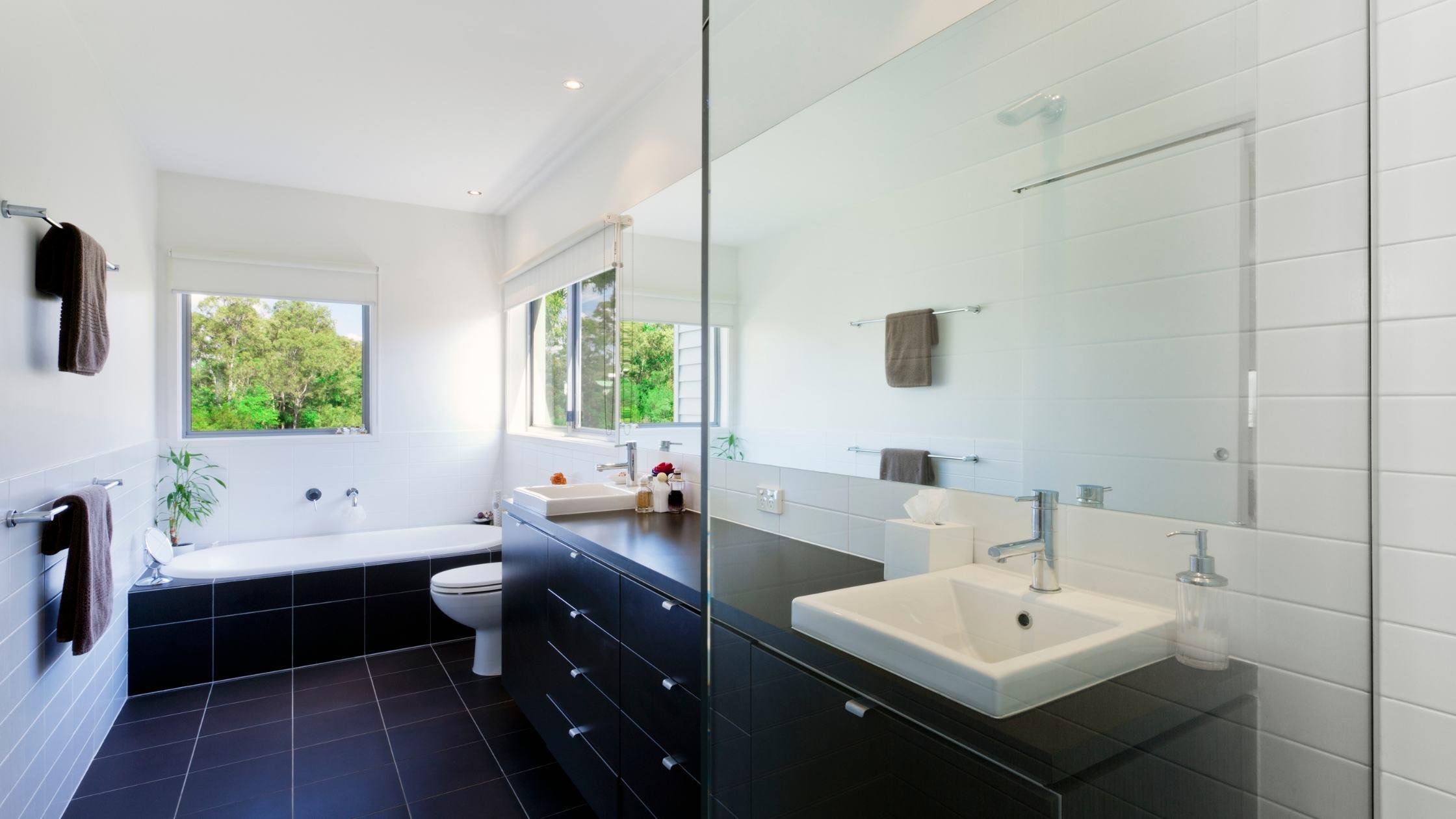badkamer met lambrisering