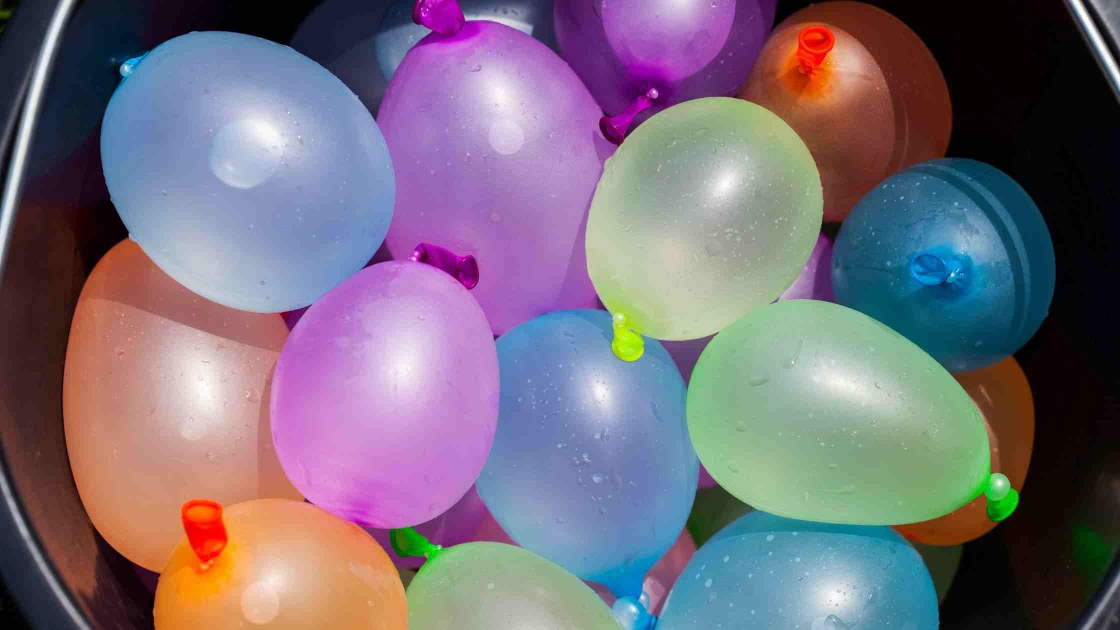 7 leuke en simpele buitenactiviteiten voor kinderen waterballonnen honkbal